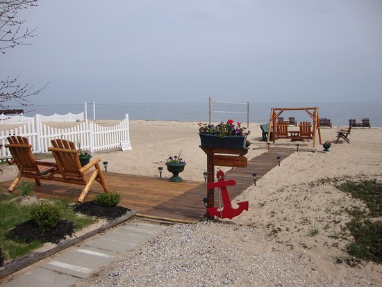Young S Getaway Beachfront Resort Tawas Cabins And Cottages In City