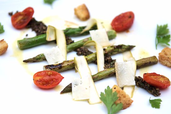 Mal Pais, Costa Rica: Asparagus and black olive tapernade.