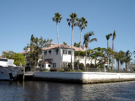 Las Olas Riverfront : luxury home viewed during cruise © Robert Bovington