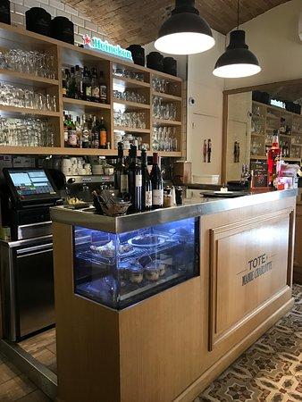 Intérieur bar - Photo de Tote et Mamie Charlotte, Nice - TripAdvisor