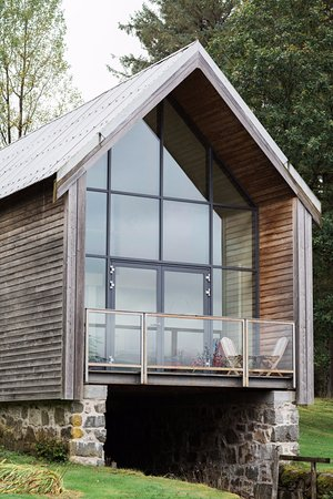 Kilchrenan, UK: Boatshed suite on the edge of Loch Awe