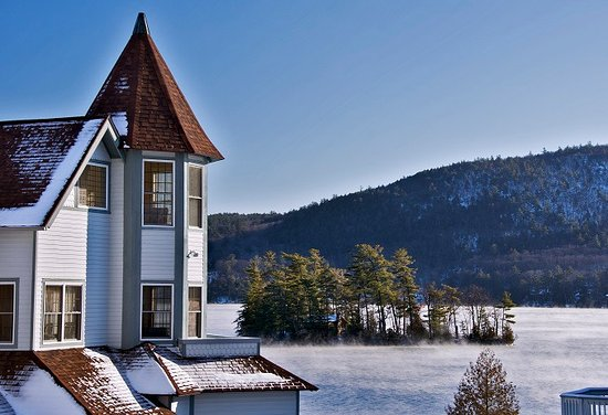 The Quarters at Lake George: The beautiful Mansion overlooking Tea Island