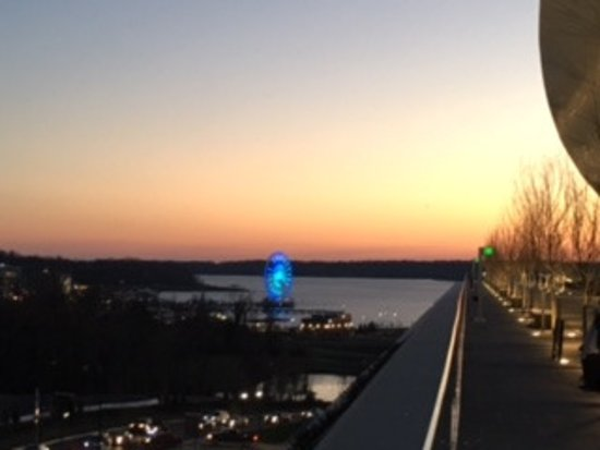 Oxon Hill, MD: Lovely view of National Harbor and Ferris Wheel