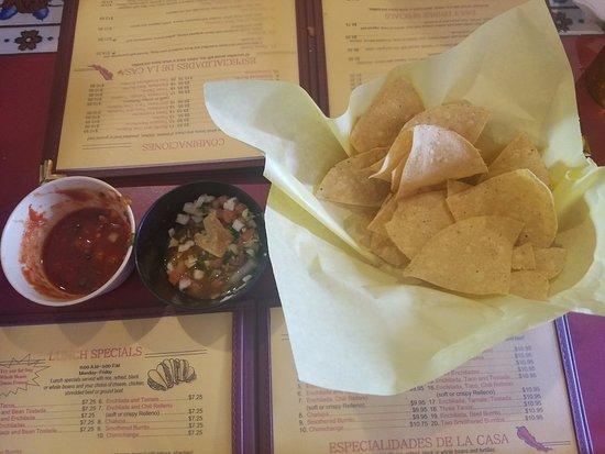 Casa Vallarta Mexican Restaurant & Tequila Bar: Chips and Salsa