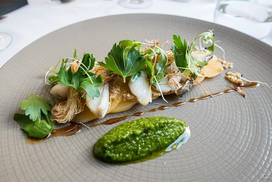 L'Alchimiste Restaurante : Entrée, Carpaccio de poisson, panais et pistou, décorée au cheveux d'ange