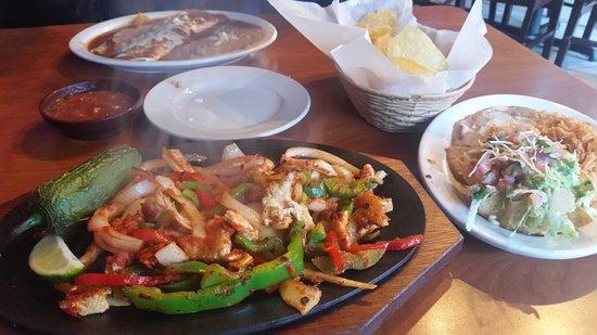 Acworth, GA: Chicken Fajitas!