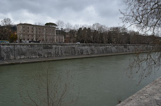 Photo of Monument / Landmark Ponte Sisto at Tra Piazza Farnesee Trastevere, Rome, Italy