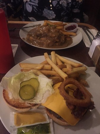 New Glasgow, Canada: The dock burger and the hot chicken sandwich, both delish.