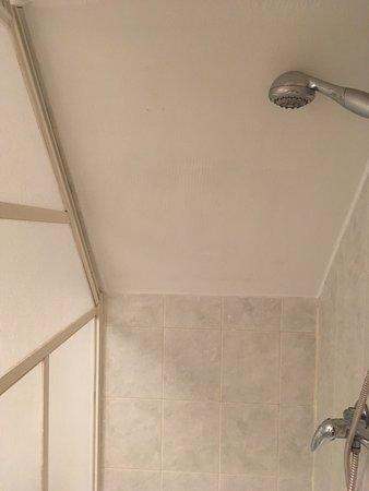 Stara Lesna, Slovakia: tiny shower space