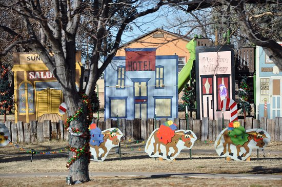 Fort Sumner, NM: Christmas tableaux in the town center