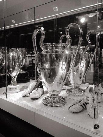 Maravillosa sala de trofeos  fotografía de Real Madrid Official ... 5d22030189a
