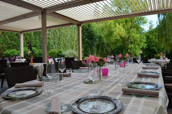 Montbellet, France : Terrasse