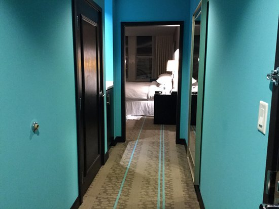 The Nines, a Luxury Collection Hotel, Portland: Hallway leading to corner Suite - lower floor