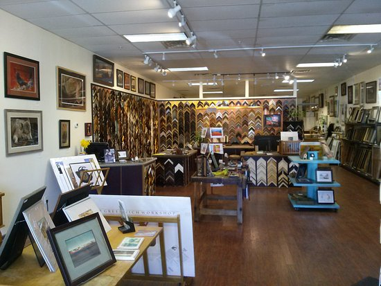 ‪‪Cottonwood‬, ‪Arizona‬: Old Town Frame Company features a gallery of local art and a full custom frame shop‬