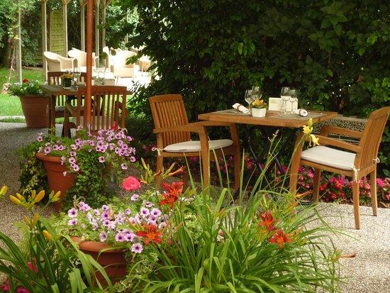 Limeray, France: terrasse
