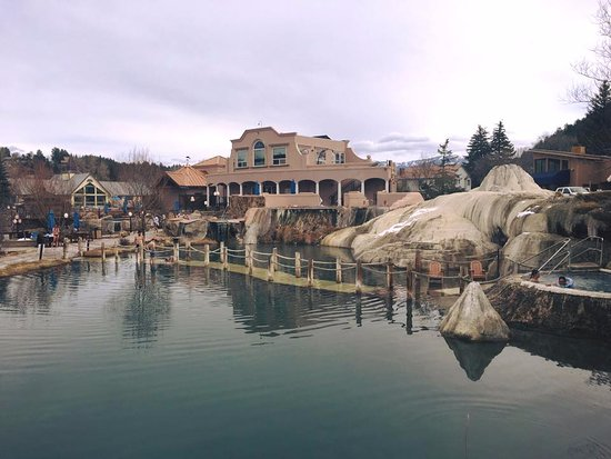 The Springs Resort & Spa : Pagosa Springs Bath House, view from one of the pools.