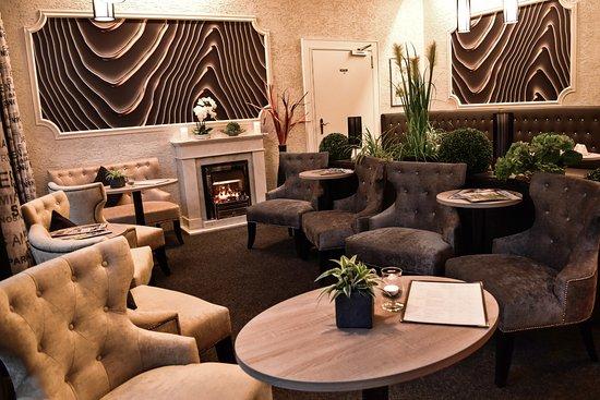 Mendig, Duitsland: Hotel-Lounge bei Abendlicht, Details siehe Hotel-Webseite