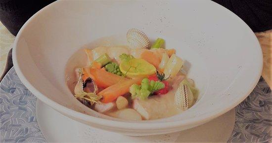 Planguenoual, France: plat : trio de poisson et légumes délicieusement cuits