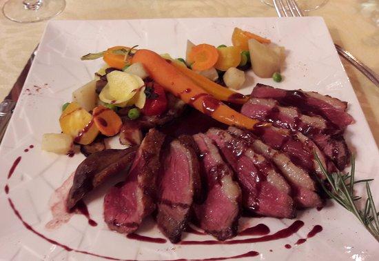Planguenoual, France: plat : magret de canard cuit à la perfection