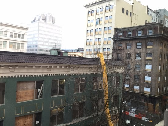 Westin Portland: 4th floor suite view (not corner) construction within hotel as well as in building next block ov