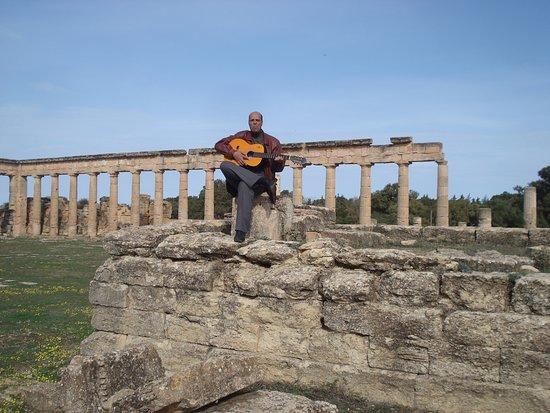 Cyrene: مدينة قورينا او شحات مدينة تاريخية رائعة جدا من الحضارة الاغريقية في شرق ليبيا في اعلى قمة الجبل