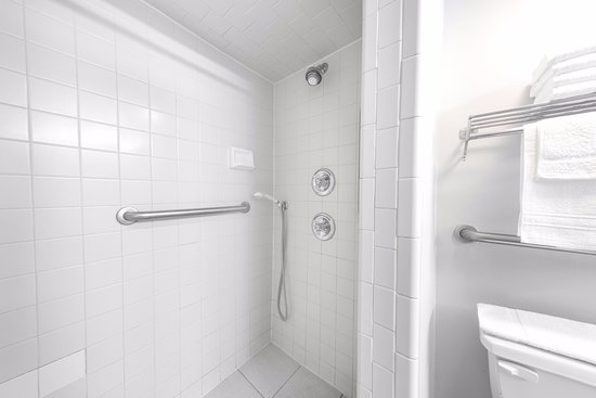 Super 8 Adel: Accessible Roll-in Shower