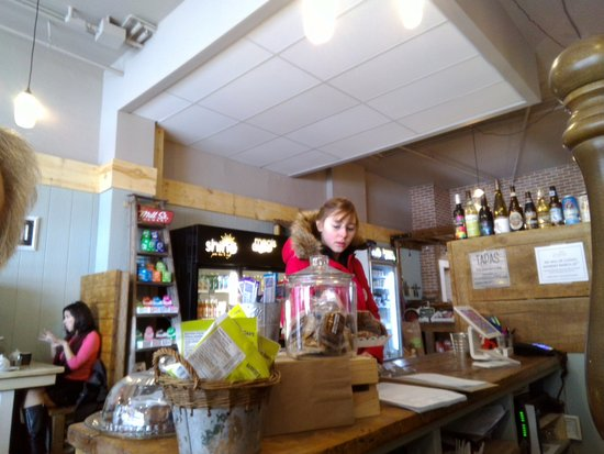 Orillia, كندا: Looking towards kitchen/store area over cash area