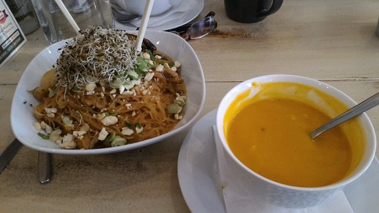 Orillia, Canada: Noodle Bowl and Carrot Coconut soup