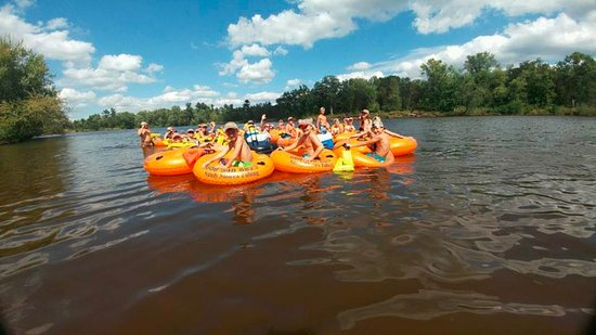 Mauston, Ουισκόνσιν: What a great day for river tubing!