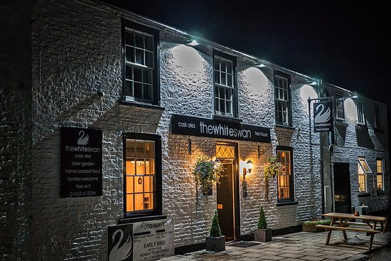 Thornton-le-Clay, UK: The White Swan by night...