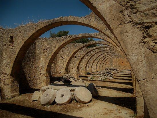 Vamos, กรีซ: Καμάρες και μυλόπετρες