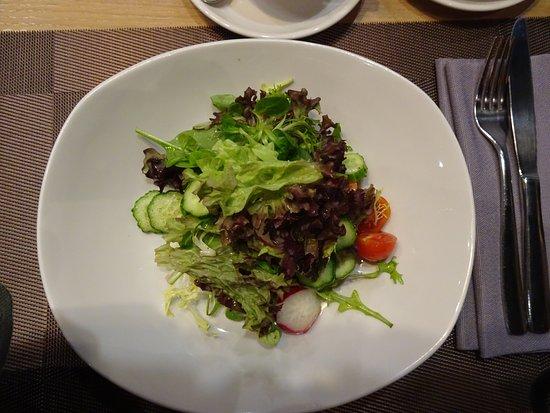 Пинцерия Бонтемпи: Gemischter Salat war sehr lecker