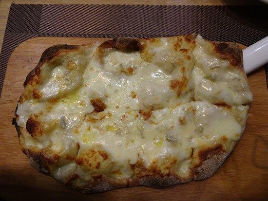 Пинцерия Бонтемпи: Käse Pizza (Ich liebe Gorgonzola) war auch gut