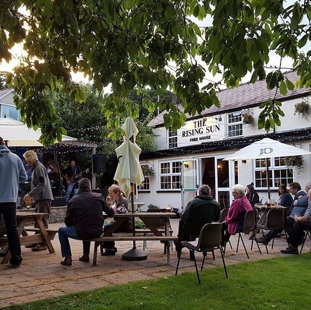 Pontypool, UK: Our customers enjoying a live band in the beer garden.