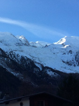 Ski Breezy - Chalet D'Ile: The view up to Mont Blanc from our quad room