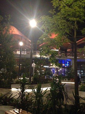 Robina, Australia: The Kitchens at night!