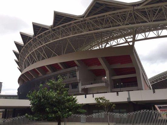 Estadio Nacional: Amazing building.