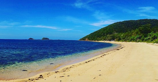 Popototan Island, Filipinas: private beach with twin island in the distance