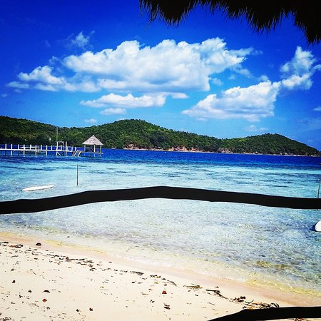 Popototan Island, Filipinas: View from restaurant to the pier