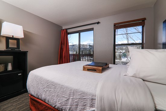 Breck Inn: Bedroom with view