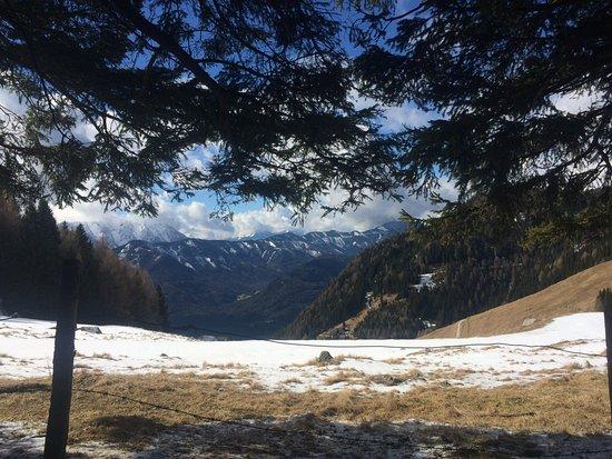 Afritz, Österrike: boven op de berg vanaf het hotel