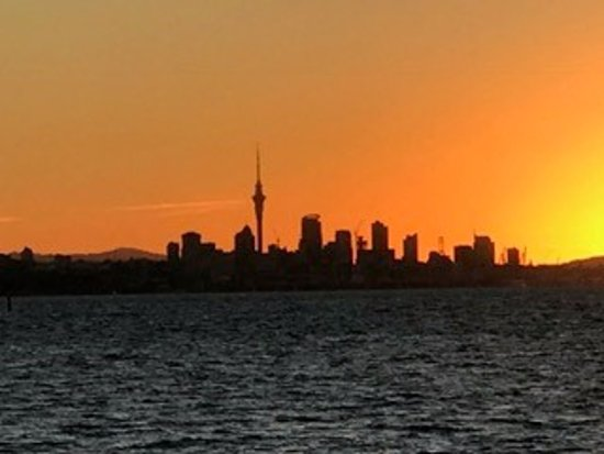 Auckland Sea Kayaks: Sunset from Browns Island