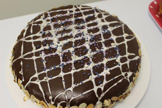 Vernet-Les-Bains, ฝรั่งเศส: Gâteau au chocolat et aux amandes