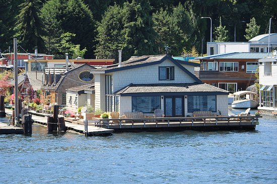 Sleepless In Seattle Movie House As Seen From The Lake Union Cruise Picture Of Argosy Cruises Lake Union Seattle Tripadvisor