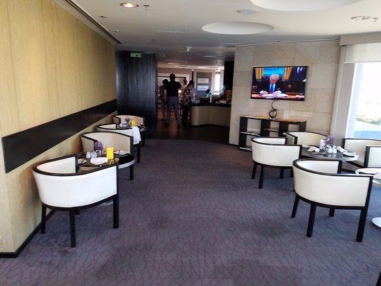 G Hotel Gurney: breakfast on the 15th floor
