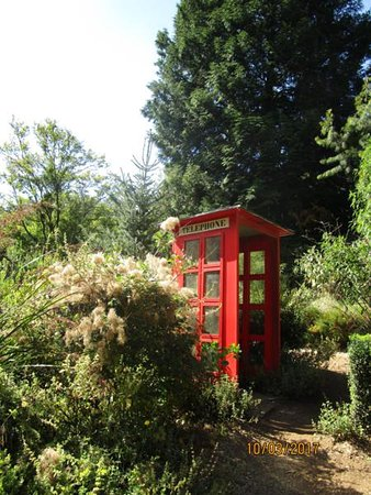 National Rhododendron Gardens: A view along the way