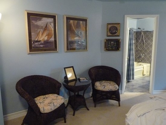 Courtenay, Canada: Nautical Suite - Sitting area
