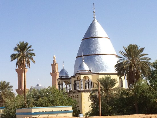 Omdurman, Sudan: The tomb as seen from the roof of Khalifa House