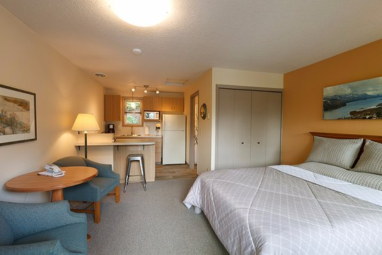 Brooklyn Center Suites