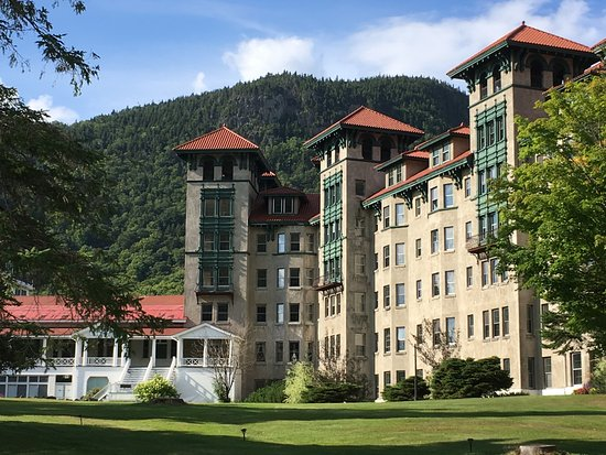 Colebrook, Nueva Hampshire: This charming building is part of the Balsams Resort.